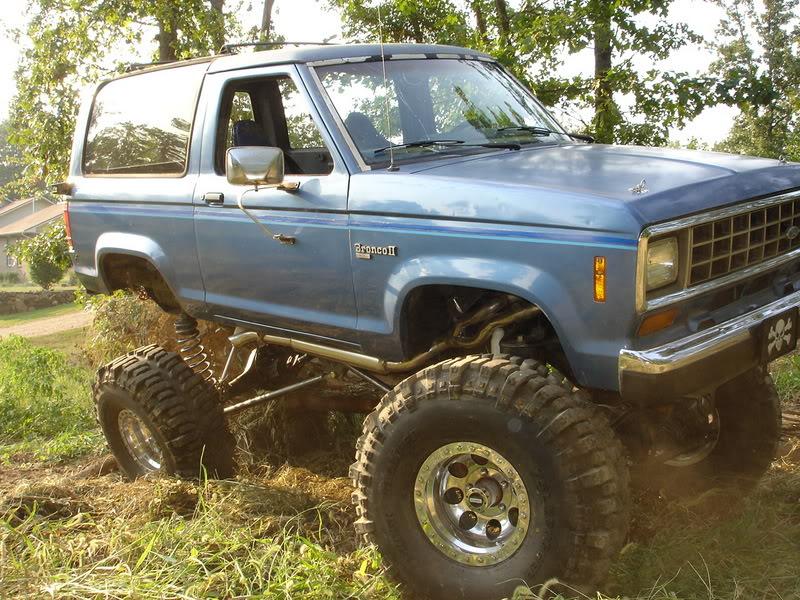 EFI 351 / NP435 4speed / NP205 / Dana 44 & Ford 9-inch / 5.13 gears / Welded rear - spool front